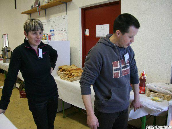 les Parisot préparent la buvette